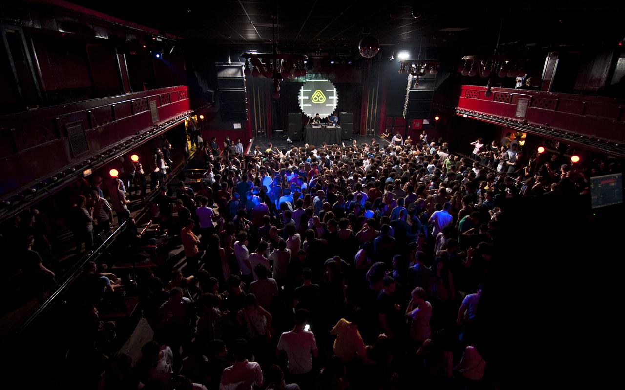 Ra nitsa barcelona nightclub for Night club barcelona
