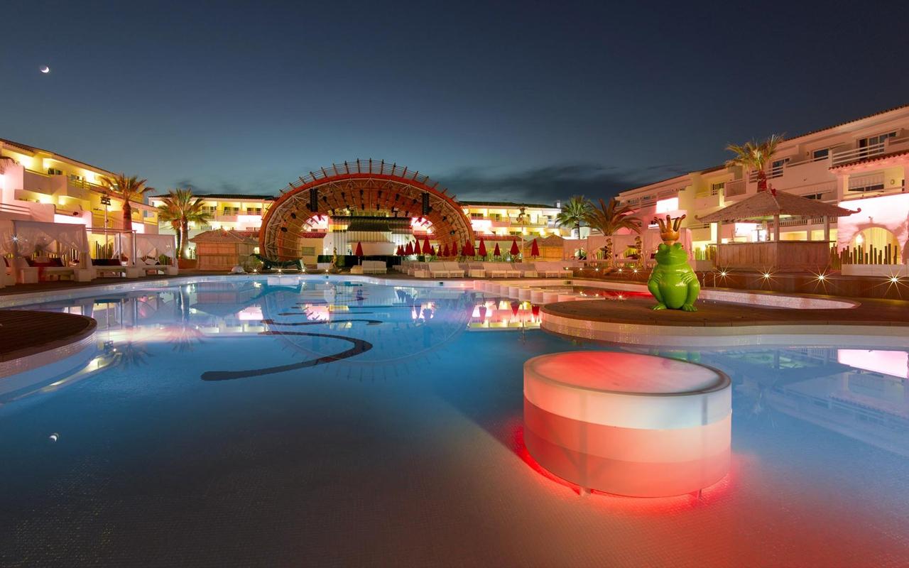 Ra ushua a beach hotel ibiza nightclub for Hotels ibiza