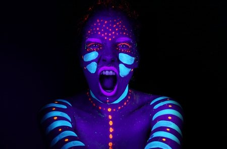 Ra abstract world 39 s largest body painting black light for Body paint party city
