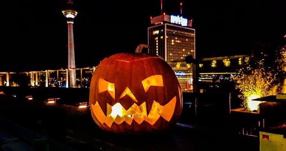 Halloween Fotowand.Ra Halloween House Of Weekend Rooftop Club House Party