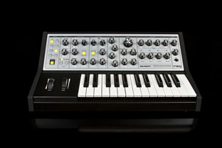 Moog unveil the Sub Phatty