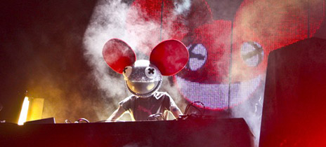 Eager To Catch A Bit Of The Light Show On Main Stage We Made It Down Just In Time Deadmau5 Bobbing Along Faxing Berlin His Infamous