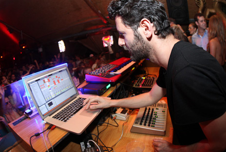 2014.08.17 - RUMORS GUY GERBER 11 11 ALBUM LAUNCH, BEACHOUSE Guy-gerber-at-warung-01